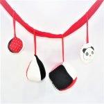 EL móvil gimnasio en blanco y negro es un juguete para la estimulación temprana para bebes de 2 a 6 meses